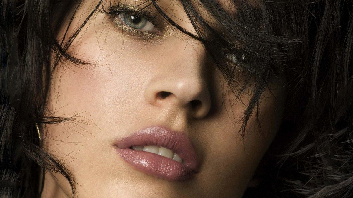 بعض الحقائق حول زرع الشعر لدى المرأة