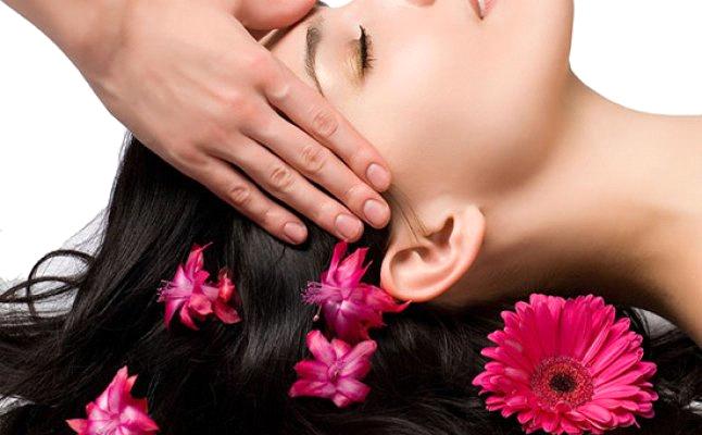 كيف يساعد تدليك الشعرعلى منع الصلع